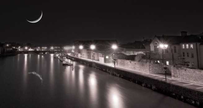carrick-moon-river-b-w-night-655x350.jpg