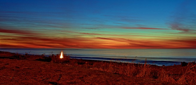 Hokitika Sunset and Bonfire : After sunset many visitors lit fires and enjoyed a cold beverage !